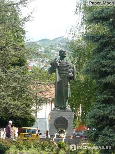 Памятник основателю Цетинье Ивану Черноевичу