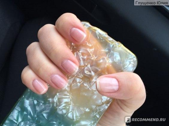 ногти покрыты поверх системы простым прозрачным лаком