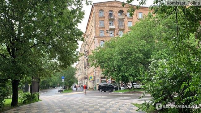 Недалеко от метро Аэропорт- элитный район, здесь давали жилье в Советское время выдающимся людям- писателям, военным, инженерам и т.д