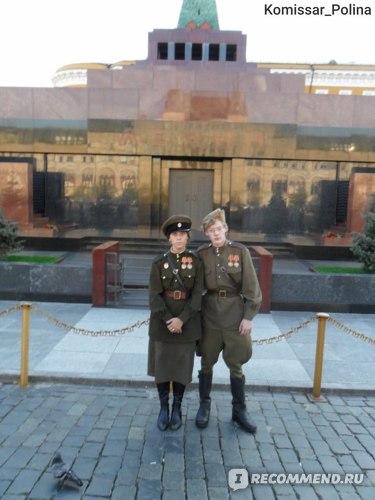 Мы с будущим мужем у Мавзолея в 2010-м году. Медали, если что партийные, не копии Советских.