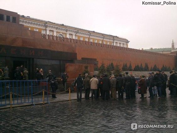 Возложение цветов Сталину Мавзолею 5 марта 2014 года.