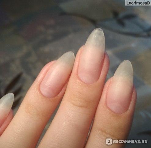 Мои ногти без покрытия. Кончик ногтя на среднем пальце был нарощен базой Vogue