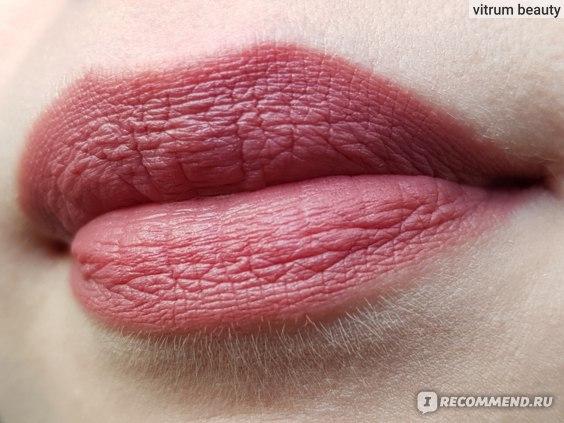 Нюдовая губная помада L'Oreal Paris Color Riche Ultra Matte, ультраматовая фото
