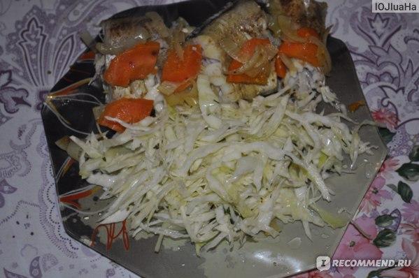 Минтай паровой с салатом из свежей капусты