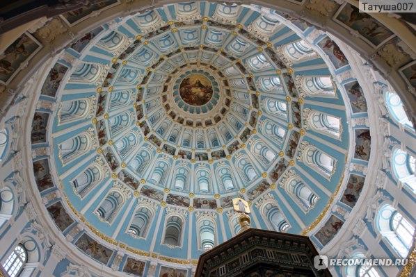 Внутри Воскресенского храма