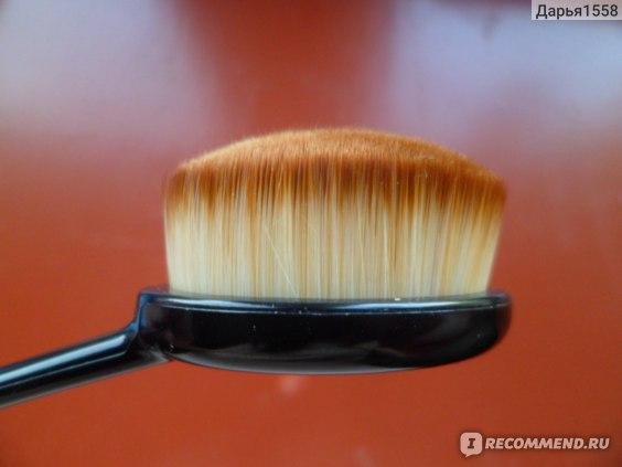 Кисть для нанесения тональной основы Aliexpress Oval Makeup Tool Cosmetic Foundation Cream Powder Blush Makeup Brush фото