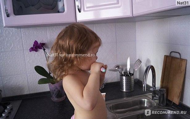 Чистим зубки детской пастой Сплат