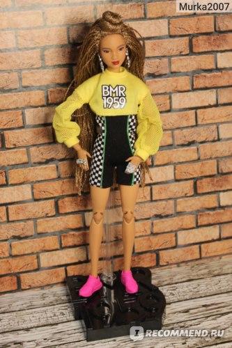 Кукла на фирменной подставке.