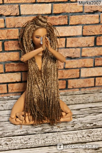 Возможности тела МТМ. Кукла сидит в позе лотоса.