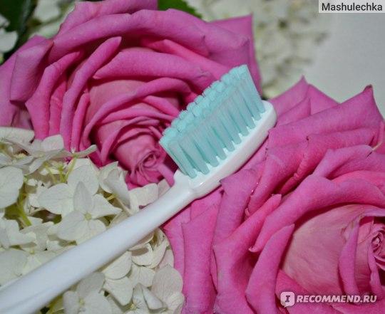Зубная щетка SPLAT Sensitive Silver для чувствительных зубов и десен фото
