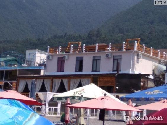 гостевые дома в гаграх на берегу моря