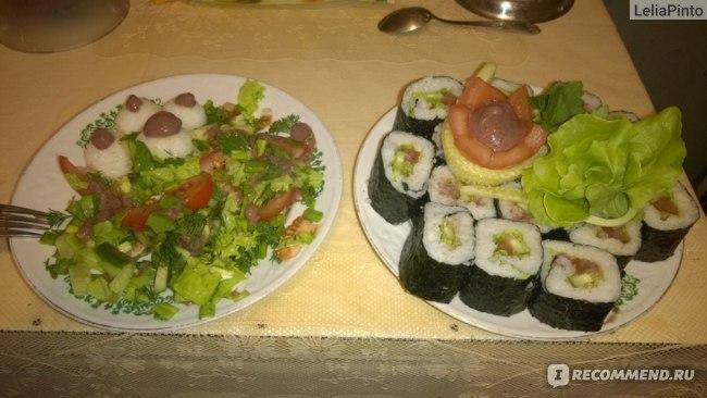 роллы и салат...