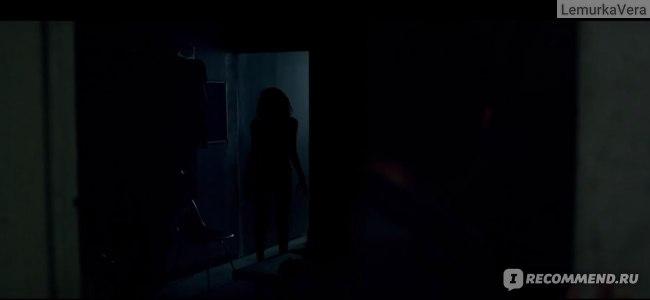 И гаснет свет... / Lights out (2016, фильм) фото