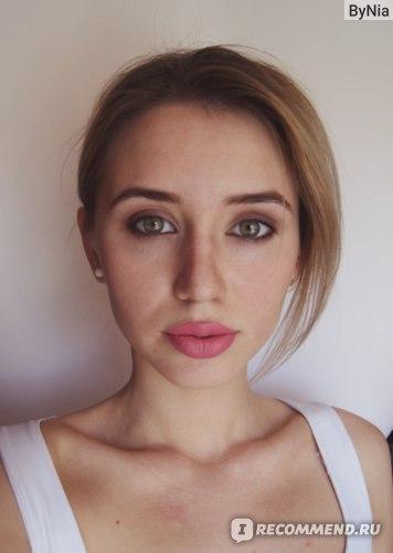 Блеск для губ LUXVISAGE PIN-UP №2 фото в макияже