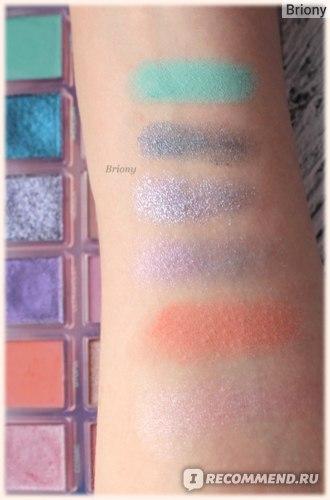 Huda Beauty Mercury Retrograde Palette  - ряд 1 дневной свет
