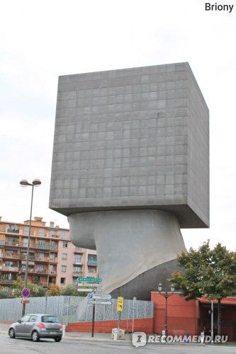 """Ницца, библиотека Луи Нюсера «La Tete au Carre»  - """"Мышление в коробке"""""""