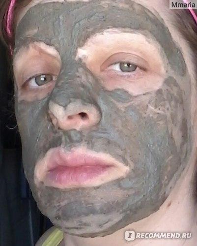 Маска на лице.