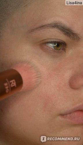 Кисть для нанесения тональной основы Real Techniques by Samantha Chapman Light layer complexion  фото