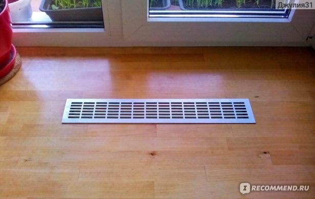 Вентиляционная металлическая решетка Europlast. Накладной вариант. Внешний вид на столешнице (широком подоконнике)