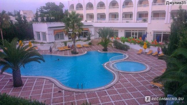 Le Hammamet 4* HOTEL & SPA (ex. Dessole, Тунис). Маленький открытый бассейн.