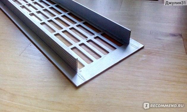 Вентиляционная металлическая решетка для подоконников и столешниц Europlast.  Конфигурация решетки. Платформа для вставки на 1 см меньше внешних размеров (по каждой стороне)