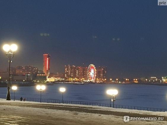Вид на отель Ривьера со стороны дворца бракосочетаний Казан