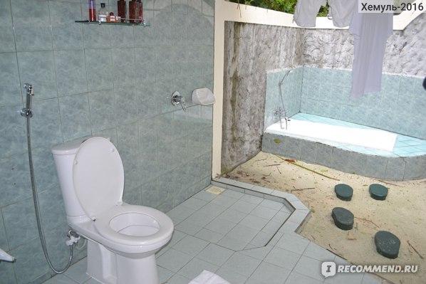 Туалет с душем и ванной
