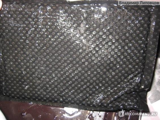 Большая подушка на дне упаковки
