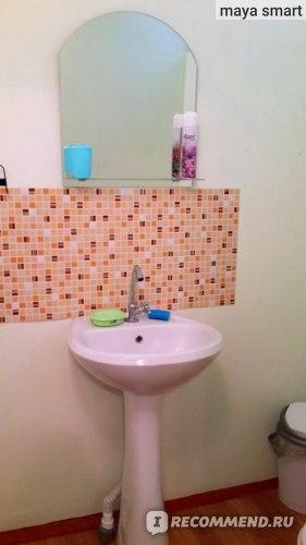 Умывальник,мыльница,губка,стакан для зубных щеток, освежитель воздуха, мусорное ведро