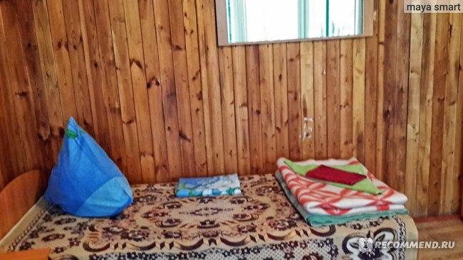 Кровать, зеркало