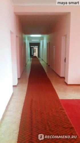 Проходим по узкому коридору...
