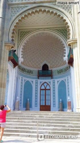 Ниша Южного фасада, напоминающая вход в мусульманскую мечеть