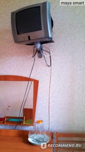 Телевизор (не смотрела, но каналы попереключала-работает)