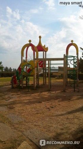 Видимо, это и есть детская площадка.