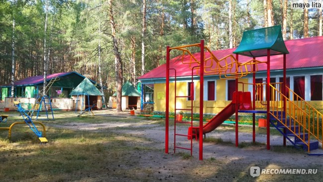 """Детская площадка рядом с """"Колобком"""""""