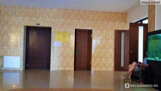 Лифты работают через раз, я предпочитала подниматься в номер пешком по лестнице