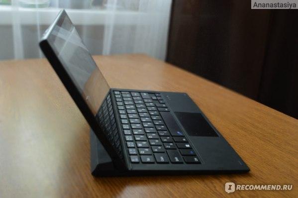 Вот так планшет крепится к клавиатуре