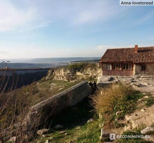 Дом ученого, изучавшего Чуфут-Кале и виды на степной Крым