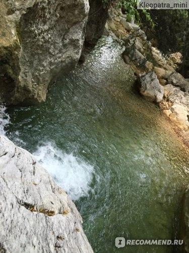 Один из водопадиков, с которого можно прыгнуть