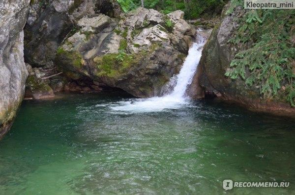 Прекрасные голубые воды, водопады и заводи