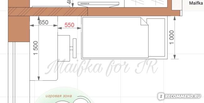 На планировке видно, что расстояние от стола до кровати очень маленькое.