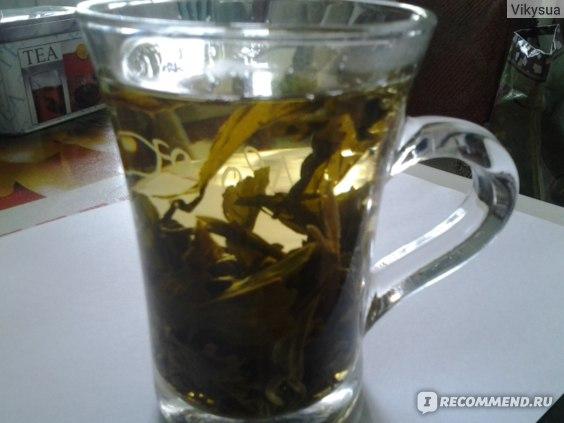 При заваривании, листья чая полностью раскрываются и оседают на дно чашки.