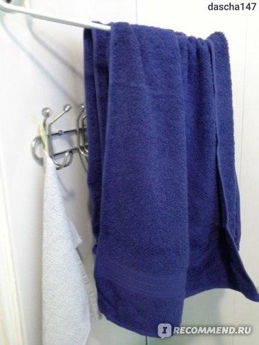 выпросила полотенца