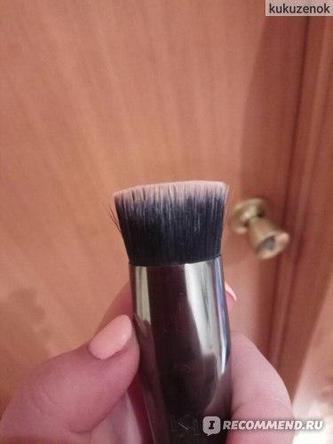 Кисть для макияжа KIKO FACE 05 ROUND FOUNDATION BRUSH фото