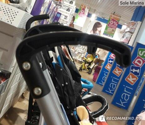 ближняя ручка коляски с козырьком, дальняя коляски без козырька