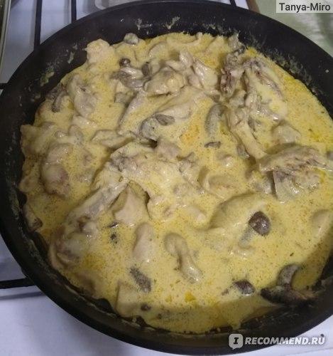 Куриное филе с опятами в сливочном соусе