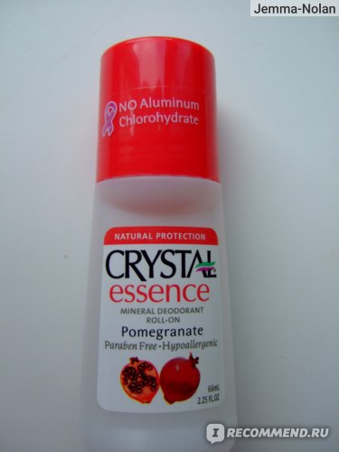 Шариковый дезодорант Crystal Body Deodorant Crystal Essence Mineral Deodorant Roll-On Pomegranate (с ароматом граната) фото