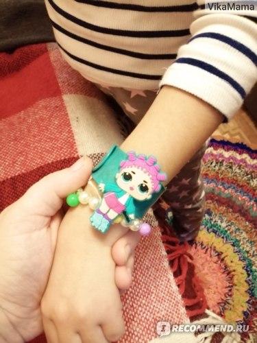 Карамель L.O.L. Surprise! на палочке клубника 12г +игрушка в непрозрачной упаковке (Сюрприз) фото