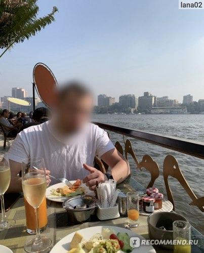 Завтрак на набережной