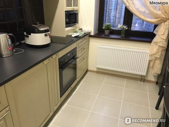 Догадайтесь, где тут встраиваемая стиральная машинка ренлиг? Правильно, под чайником.